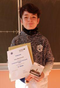 Finn Malcharczik erlangt einen 3. Platz bei der Mathematik-Olympiade